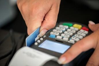 クレジットカード払いの導入に必要な契約とは?