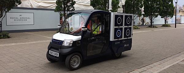 食料品は自動運転車がお届け、ロンドンで「カーゴポッド」実験中